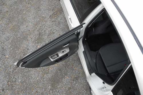 Med en öppningsvinkel på 75 grader är det enkelt att ta plats i baksätet.
