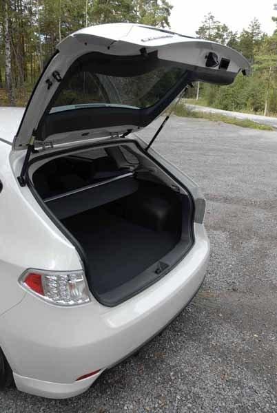 Plats för 302 liter. Audi A3 Sportback sväljer 301 liter.