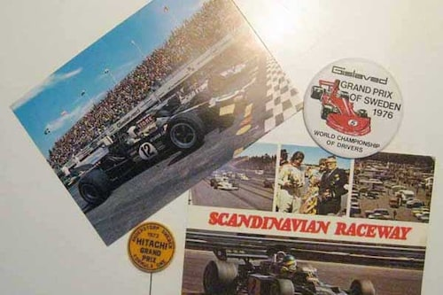 Knappar och vykort från Sveriges Grand Prix.