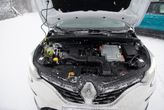 Dubbla elmotorer ger mjuk gång. Vill vi vara snälla kan vi säga att Renault plockat tekniken från F1.