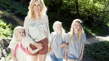 Jenny Strömstedt med sina tre barn Vanna, Kitty och Mika.