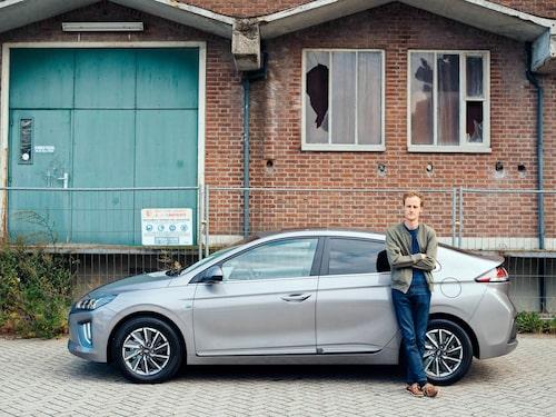 Efter elva mil av blandad körning med några enstaka fullgasaccelerationer och med aircondition påslagen har en tredjedel av batteriet förbrukats.