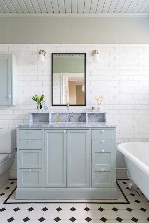 Ur Villan har renoverats med återskapad romantik & ljuvliga badrum, titta in!, Sköna hem nr 11, 2016.