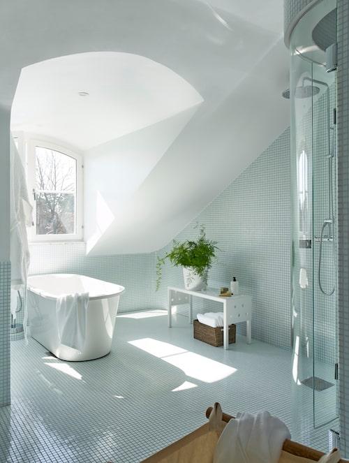 Ur Inspiration badrum 2019: Vågiga, mjuka former i wow-badrummet, Sköna hem nr 12, 2018.