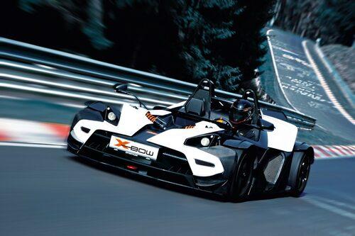 En av de roligaste fordonen på fyra hjul är KTM X-Bow. Mycket åka-öppet-känsla. Nu ska den få vindruta och dörrar!