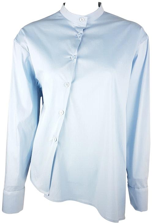 Skjorta av bomull polyester elastan, stl 34-42, 1 000 kr, Naim Josefi.