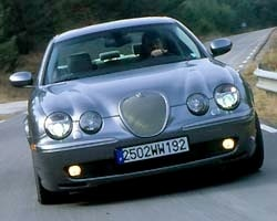 Provkörning av Jaguar S-type R