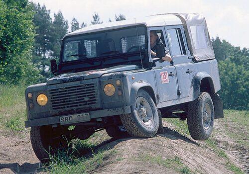 Land Rover Defender testades i Teknikens Värld nummer 15/2002.