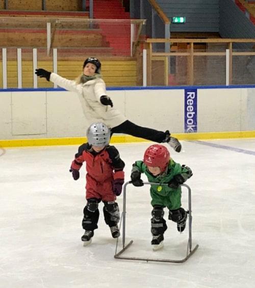 Vintersport står på schemat för Knivlisa, Sixten och Harry i jul.