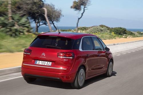 Bakifrån är inte C4 Picassos starkaste sida. Det finns en hel del som tycker sig se VW Golf.