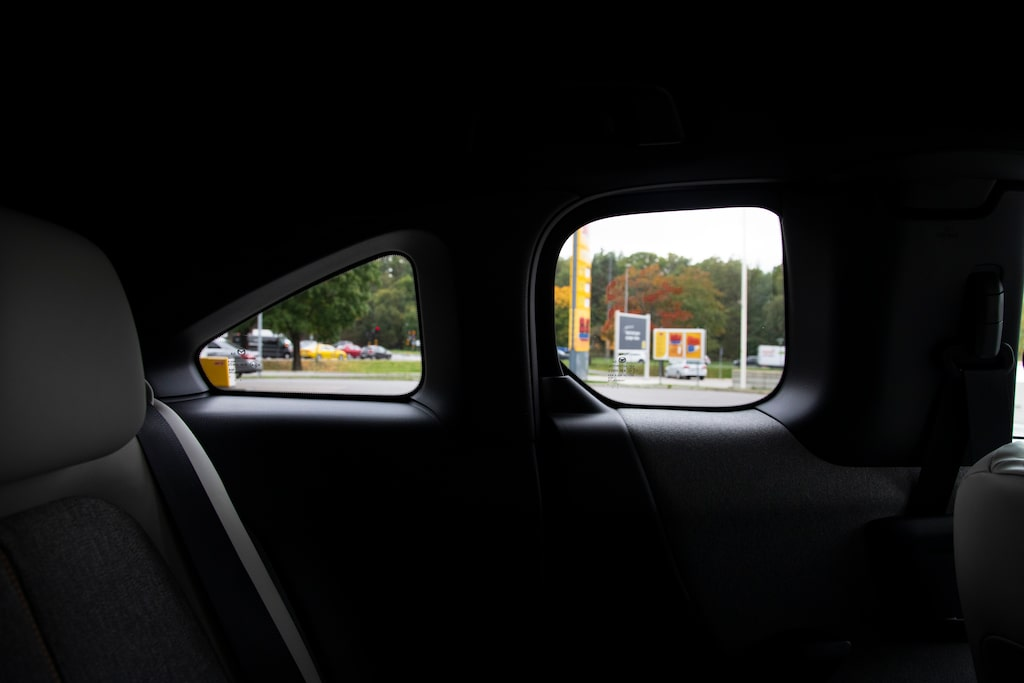 Bunkerlika fönstergluggar gillas inte av baksätespassagerarna.