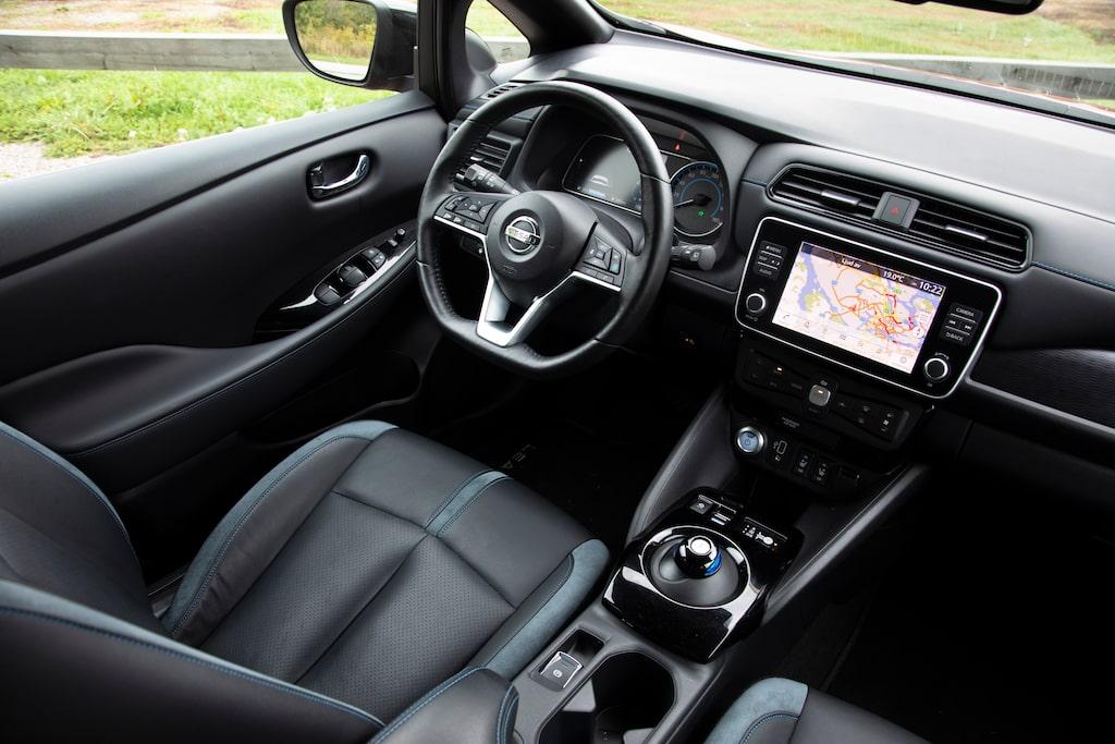 Förlåt Nissan, men här vill vi inte sitta. Leaf bryr sig inte om sin förares komfort och välmående.