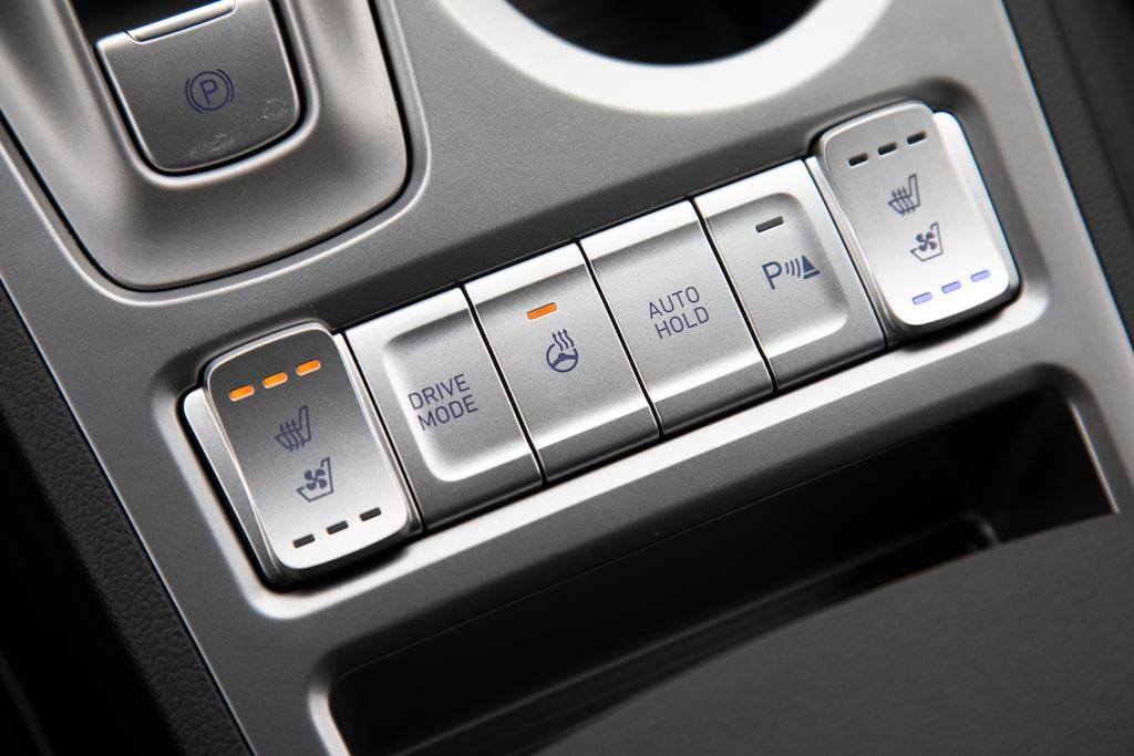 Hyundai (och Kia) bjuder på stolsfläktar. Utrustningsnivån är hög.