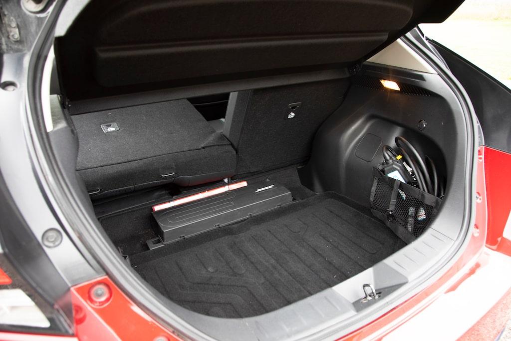 Mätt i lådliter är bagageutrymmet nästan lika stort som i Kia e-Niro.