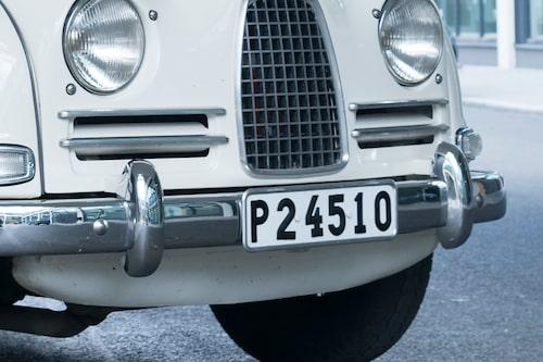 De gamla registreringsskyltarna med länsbokstav försvann 1972/1973. Länsbokstav P innebar att bilen kom från Älvsborgs län, som inte längre finns utan i dag ingår i Västra Götalands län.