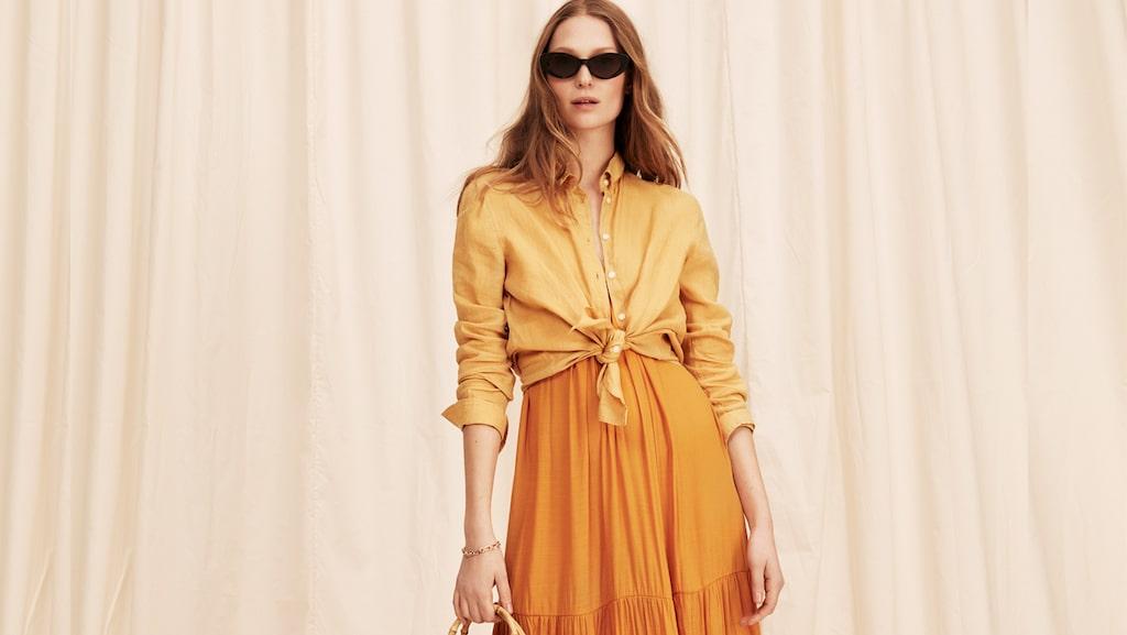 Så stylar du trendfärgen orange till stranden i sommar.