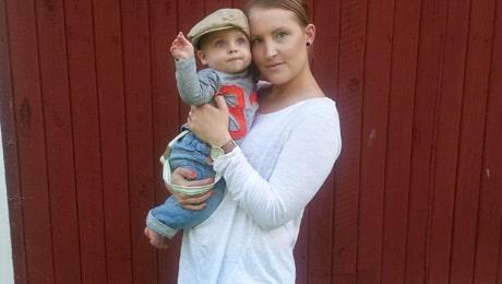 Caroline tillsammans med sonen Milo, 6 månader.