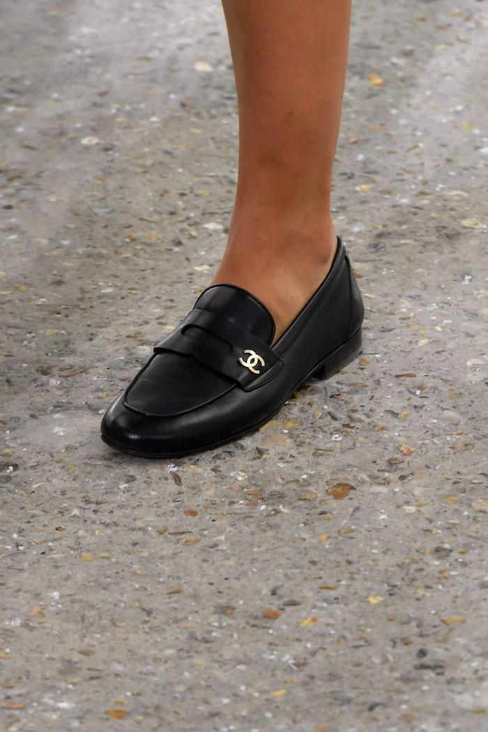 Vårskor 2021: loafers hos Chanel SS21.