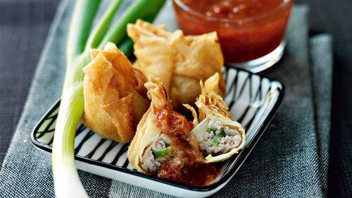 Dumplings med fläsk och plommonsås - mysigt recept på gott tilltugg
