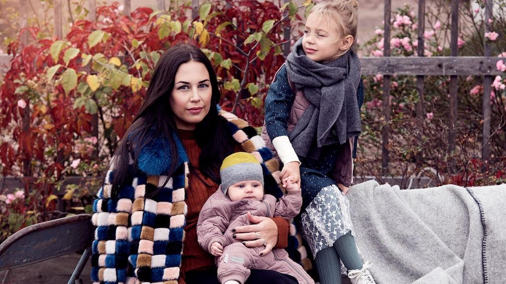 Sofie Granqvist med döttrarna Nova och Mika, som hon har med fotbollsspelaren Andreas Granqvist.