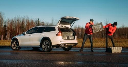 Volvo V60 Cross Country är som klippt och skuren för svenska vägar.