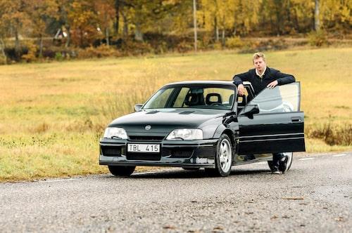 Efter provturen var Magnus så förtjust att han ville ta en bild med bilen för att kunna ljuga om att den tillhörde honom.