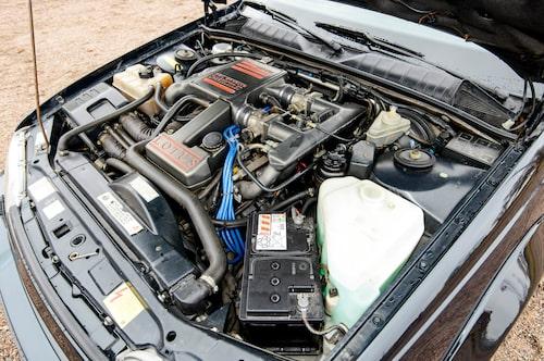 Lotus-motorn har 377 hästkrafter, mot originalets 204, och massiva 568 newtonmeter.