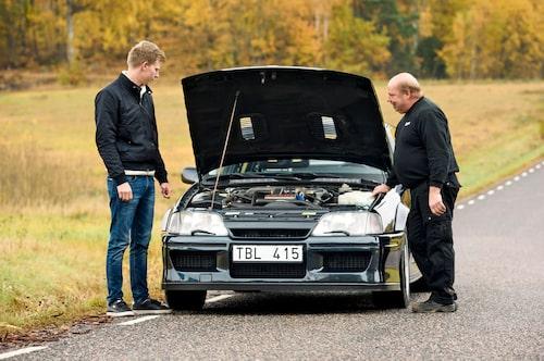 Jörgen Gustavsson är en av 30-talet svenskar som lyckats lägga vantarna på en Lotus Omega. Som ni ser är han rätt nöjd med det.