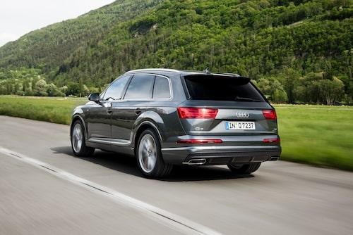 Det här är den sida Audi Q7 vill visa konkurrenterna. Nu väntar vi bara på S-och RS-versioner.