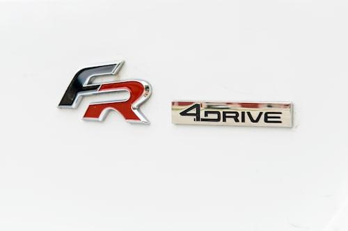 FR är ett sportigt utrustningspaket. 4Drive signalerar inte oväntat fyrhjulsdrift.