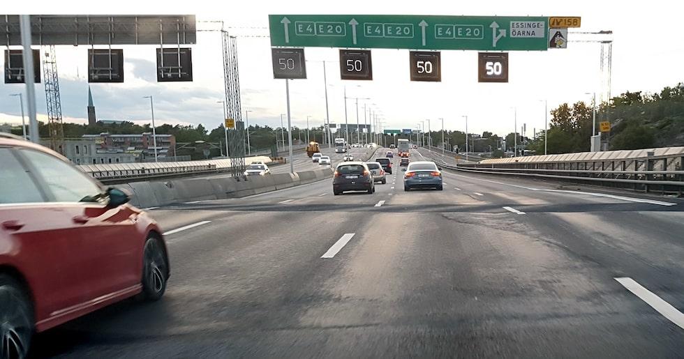 Trafik på Essingeleden i Stockholm.