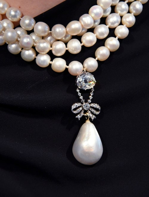Marie Antoinettes pärlhänge med diamant från 1700-talet. Stjärnan i samlingen med ett beräknat värde av 9-18 miljoner kr.