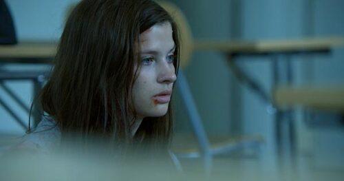 Maja anklagas för mord vid en skolskjutning.