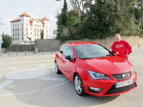 PeO Kjellström lutar sig förnöjt mot Seat Ibiza Cupra. Han gillar vad han ser och har kört.