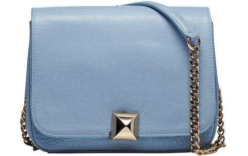 Ljusblå väska av skinn, 3 760 kr, Leowulff.