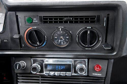 En modern ljudlösning som döljs av en retroform.