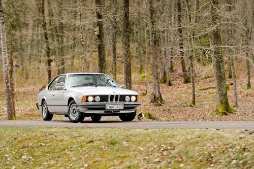 Ett stycke tysk bilbyggarkonst förenades för några år med ett av vår tids största musikfenomen. 40 år senare står bilen här.