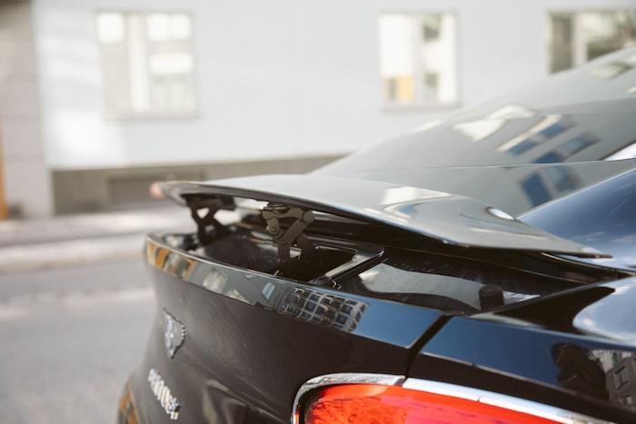 Titt-ut, igen! På senaste GT ligger den uppfällbara spoilern snyggt nedsänkt i bakpartiets ankstjärt.