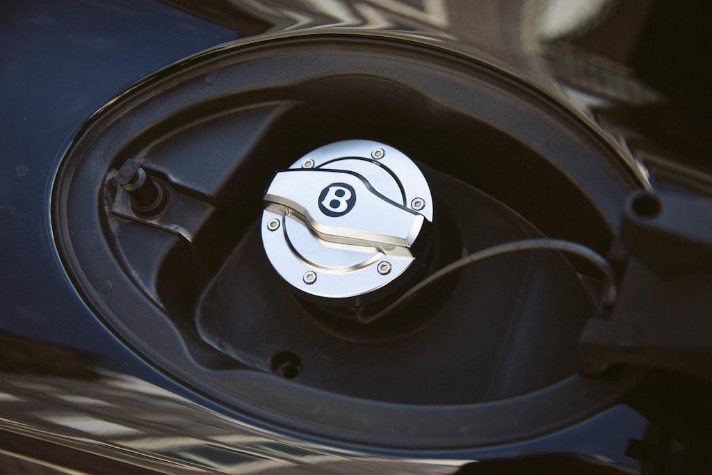 Det går att snålköra GT V8 med hjälp av Eco-driving, då räcker bensintankens 90 liter cirka 70 mil.