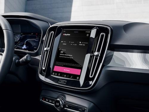 EasyPark-appen integrerad i en Volvo C40 Recharge