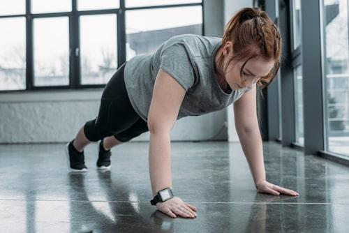 Träna på armhävningar - det är en svårslagen helkroppsövning.