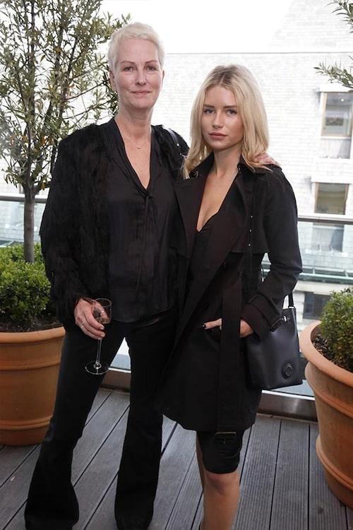 Inger Moss tillsammans med sin dotter, modellen Lottie Moss.