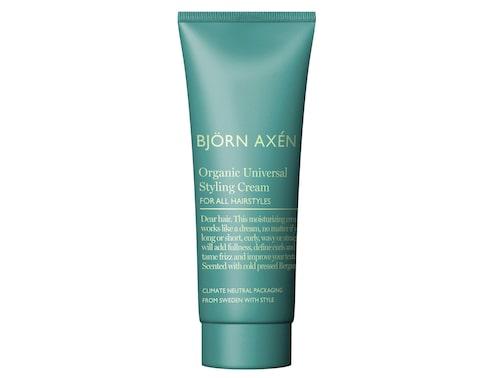 Framhäv självfall och struktur i håret med hjälp av en styling cream.