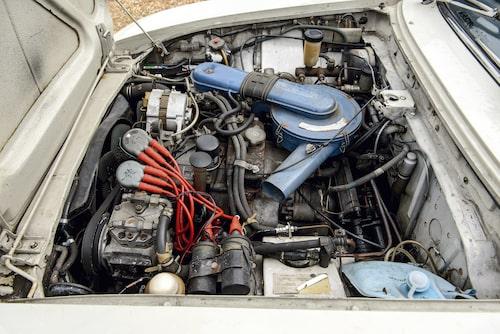 Den tvåskiviga Wankel-motorn kan aldrig klassas som bildskön, men gången är härligt mjuk.