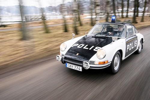 Toppfarten på 210 km/h gjorden att 911 var snabbare än nästan alla andra bilar på vägarna unde det sena 60-talet.