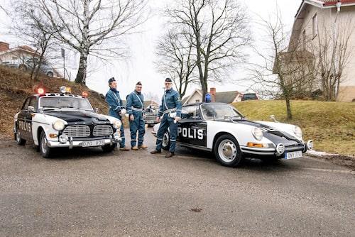 Tre bilar och tre polismän. Hungriga, det är dags för lunch.  Men var ligger närmaste Sibylla-grill?