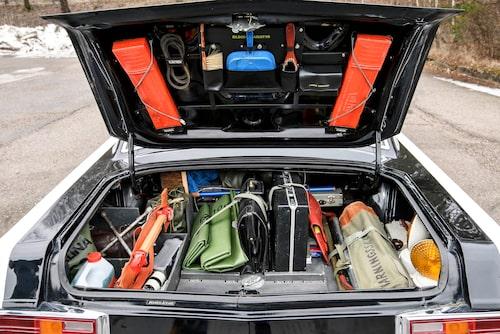 Fullpackat, minst sagt. En radiobilpatrull är förberedd på allt utom atombombsangrepp ser det ut som.