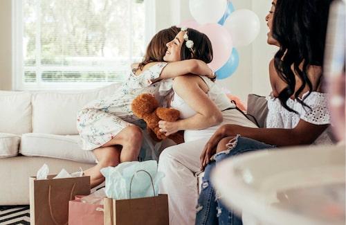 Presenter till bebisen brukar uppskattas av mamman på babyshowern.