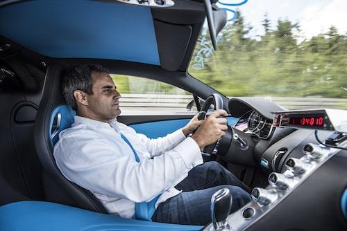 På väg till matbutiken eller rekordkörning på Volkswagens testbana Ehra-Lessien? Man kan ju undra...