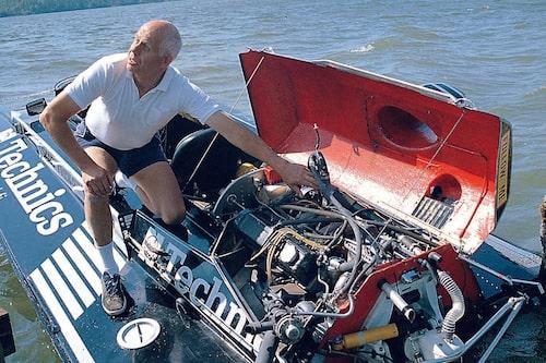 Per Gillbrand med sin specialbyggda båt med Saab Turbo-motor.